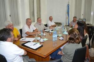 Barrientos con representantes de las asociaciones profesionales.