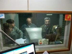 Millán, Verde, Micucci y Barrientos en los estudios de la Radio de Rawson.