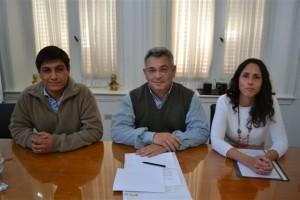 De izquierda a derecha: subsecretario de Transito Luis Molina, Intendente Municipal Mauricio Barrientos y la Directora de Educación Vial Irene Otegui.