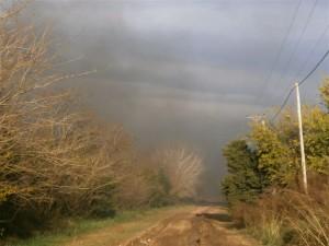 El humo, nocivo para quienes habitan en el lugar.