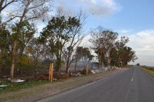 Basural a cielo abierto sobre Ruta Provincial 51, a la altura de Carmen de Areco, lugar del múltiple choque con varios heridos.