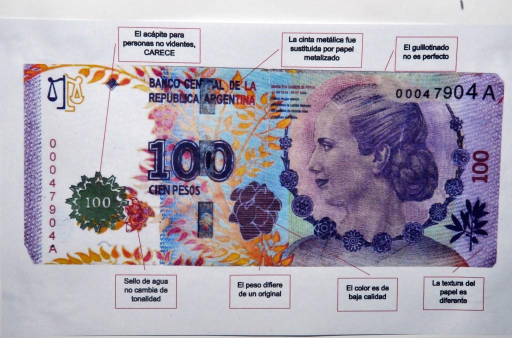 Billetes falso con la imagen de Evita.