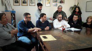 Los concejales del PJ-FPV durante la conferencia de prensa.