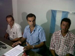 Alberto Limia, Ariel Di Piero y Jorge Ortega al momento de dar a conocer a la prensa de Chacabuco el documento elaborado por los bloques del FAP, UCR y Pro.