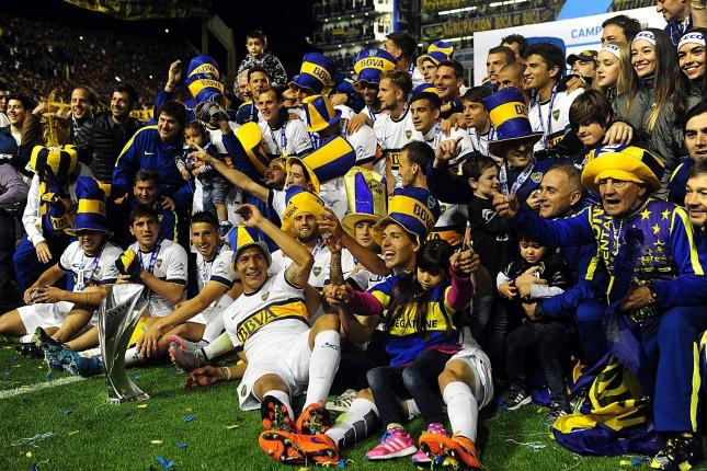 1/11/15- Fue luego de culminado el encuentro con Tigre, que venció 1 a 0, una gran cantidad de seguidores xeneises, salieron a las calles para festejar la obtención del torneo de Primera División 2015, luego de cuatro años que no ganaba un campeonato local y coincidió con el retorno de uno de sus ídolos, Carlos Tevez,