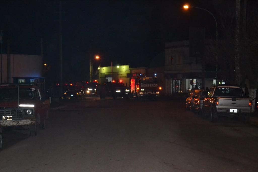 Móviles de Bomberos recorriendo las calles de lla ciudad.