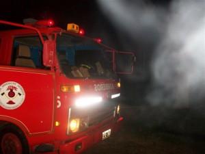 Incendio de goma eva y restos de materiales para fabricar alpargatas.