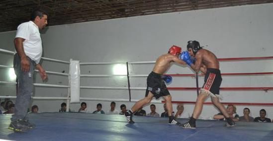 José Barrientos (62k) de Carmen de Areco –protector rojo- triunfó en fallo unánime a Fernando Bo (63k) de Chacabuco.