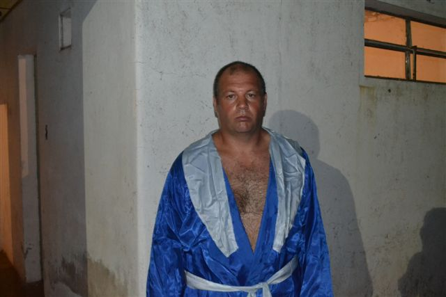 Sergio Ferreiró de 34 años, de  25 de Mayo, antes de subir al ring.
