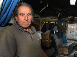 Paulo Enrique Burlando en su camión.