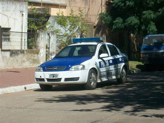 Otro patrullero, en este caso apostado sobre Avenida Chacabuco.