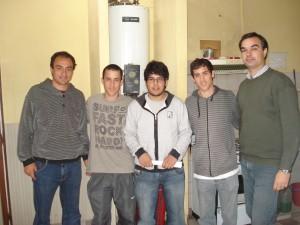 Cámera y Di Piero con alumnos de Chacabuco en la Casa de Estudiantes  de Junín.