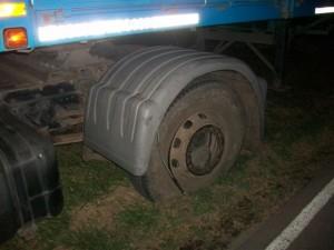 La imagen muestra solo una de las duales del Mercedes que impacta al otro camión.