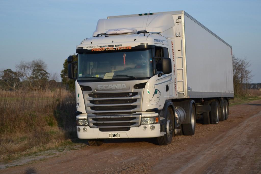El camión, dónde fué dejado por los delincuentes.