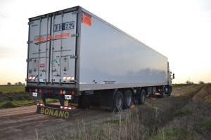 Otra imagen del camión, víctima de piratas del asfalto.