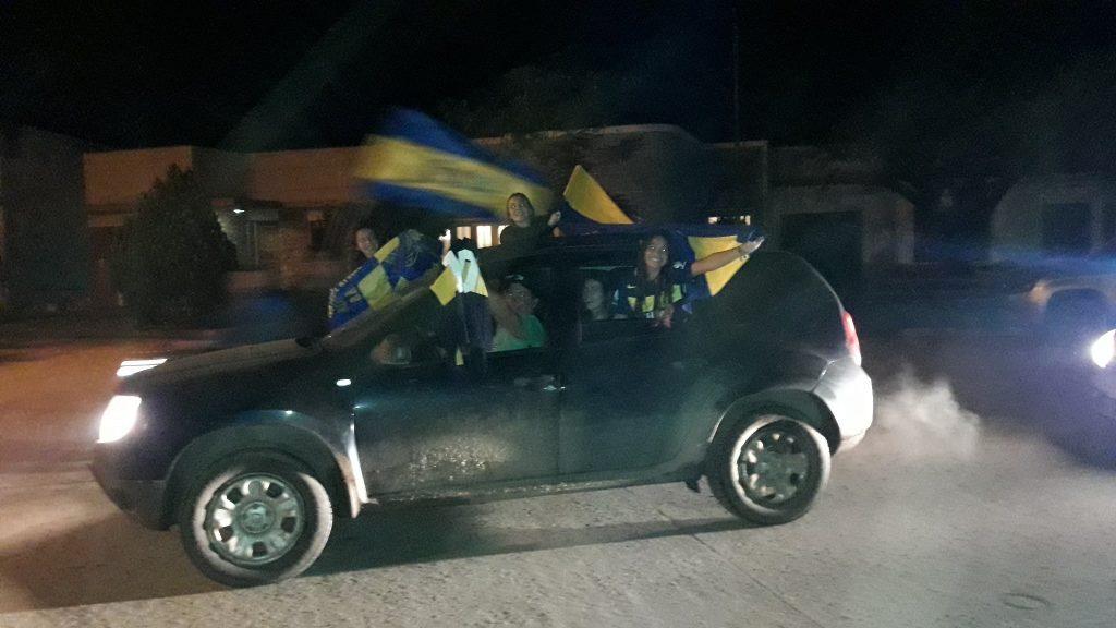 9/5/18- Tras haber empatado ante Gimnasia y Esgrima de La Plata en el estadio del Bosque 2 a 2, Boca Juniors se consagró campeón de la Superliga 17/18, y la parcialidad xeneise de Rawson, llevó a cabo la tradicional caravana a modo de festejo por las calles de la localidad.