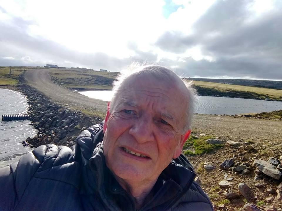 Carlos Parada en Malvinas, en su visita del año 2017