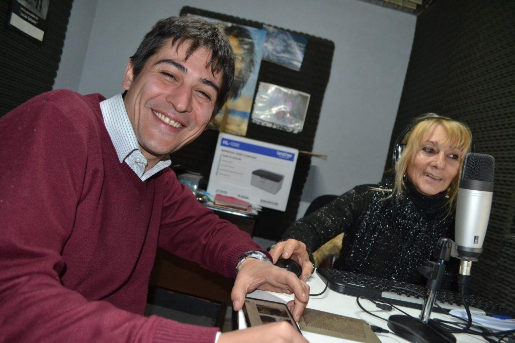 Martín Carnaghi en la Radio de Rawson.