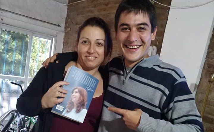 Carnaghi junto a una de las ganadoras