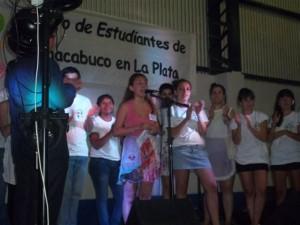 Yesica Arevalo, presidenta de la Institución, se dirige a los presentes.
