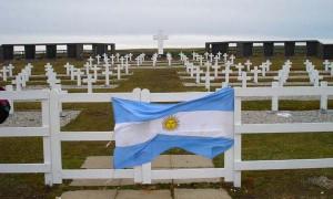 Cementerio donde descansan restos de soldados argentinos en Islas Malvinas.