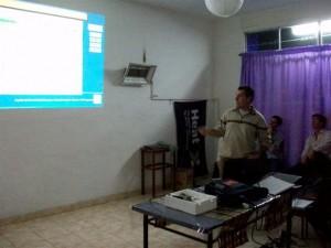 El Ingeniero Agrónomo del INTA Pergamino Juan Carlos Ponsa exponiendo en Rawson.