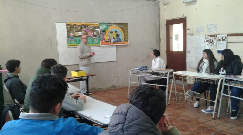 El Dr. Sergio Buchhammer, durante la charla