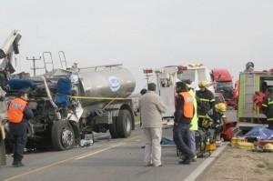 En la imagen se puede ver el camión de la empresa Sancor, conducido por Daniel Díaz de Chivilcoy, que falleció a raíz de las lesiones sufridas. Foto: eleco.com.ar
