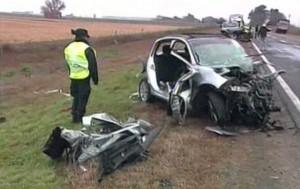 Los autos quedaron destrozados sobre la ruta 33 en Santa Fe (Imagen de TV).