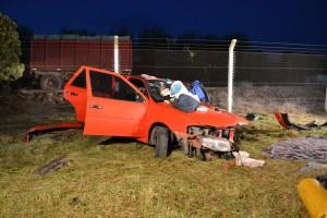 El automóvil tuvo importantes daños materiales.