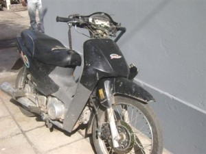 Estado en que quedó la moto que guiaba Corona.