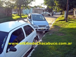 Imagen del auto de Ortega y del Gol blanco que también chocó.
