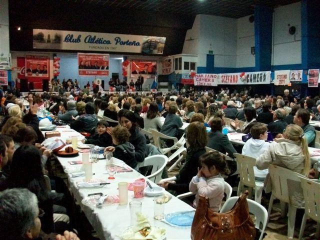 Imagen de las presentes al acto cierre de campaña de la UCR de Chacabuco en Porteño.
