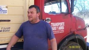 Mario Ardura el encargado de llevar las donaciones en su camión.