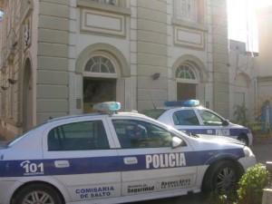 Frente Comisaría de Salto.