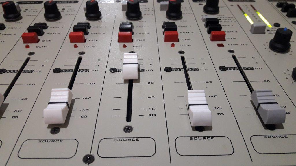 Entra a www.radiosobrenivel.com.ar y podrás escuchar en vivo LRM 369, FM Sobre Nivel 92.9 MHz., La Radio de Rawson.