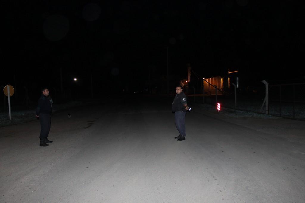 3-3.13- A las 2 horas del pasado domingo 2, personal de la Subcomisaria de Rawson realizó un operativo de interceptación vehicular en avenida Vieytes y calle San Martín, dónde los conductores de  motos y automóviles debieron detenerse para dar la documentación correspondiente a las autoridades policiales que realizaban el control vehicular. En la tarde de ayer, se realizó otro control y fue en las esquinas de avenida Guillermo Rawson y 9 de Julio. Foto gentileza: Kotata.