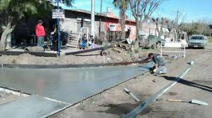 Obras de cordón cuneta en barrios de Chacabuco.