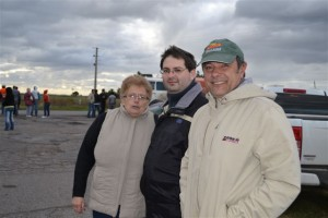 El concejal Luis Speranza junto a Marita Lombardo y Marcos Scally.