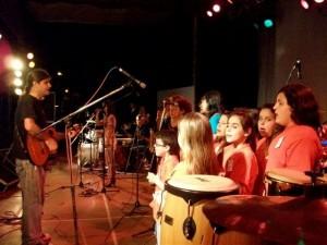 El Coro de Niños y Adultos que dirige Christian Fagan en la Fiesta Provincial de la Primavera 2010.