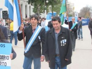 Daluisio y Belozo en el Desfile Cívico realizado hoy en Chacabuco.