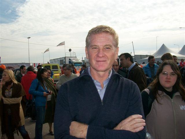 8-8-11- Francisco de Narváez, candidato de UDESO a la gobernación de la provincia de Buenos Aires, recorrió las calles de boxes en la inauguración del autodromo Eusebio Marcilla de la ciudad de Junín.