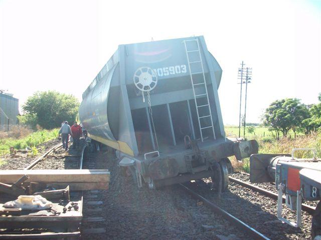 Imagen de uno de los vagones que descarriló.