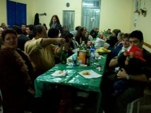 Bomberos junto a sus familias.