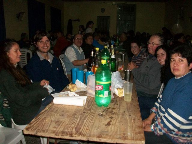 Colaboradores e integrantes de Comisión en la cena por el Día del Bomberos Voluntario.