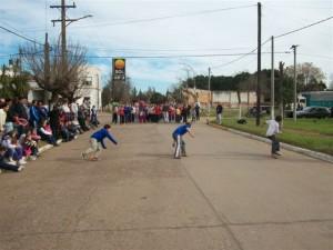 Los chicos participando de una de las actividades.