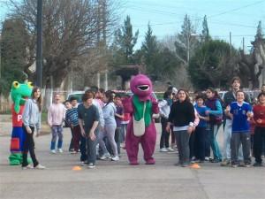 El Sapo Pepe, Barney y los chicos.