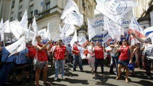 El anuncio de los sindicatos docentes implica que el 6 de marzo no iniciarían las clases, como estaba previsto.