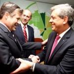 Julián Domínguez junto a su par de Brasil, Mendes Ribeiro Filho, en el Ministerio de Agricultura de dicho país, donde se desarrolló la XXI Reunión del CAS.