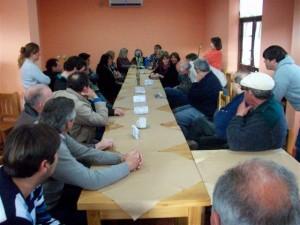 Imagen de los presentes a la reunión con Domínguez.